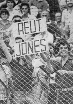 Torcedores argentinos provocam Alan Jones na Argentina